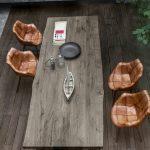 Devina Nais, artesanía y calidad en muebles de madera maciza.