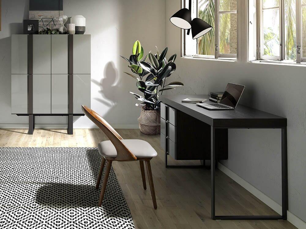 Escritorio en gris roble con pies de acero para crear tu oficina en casa