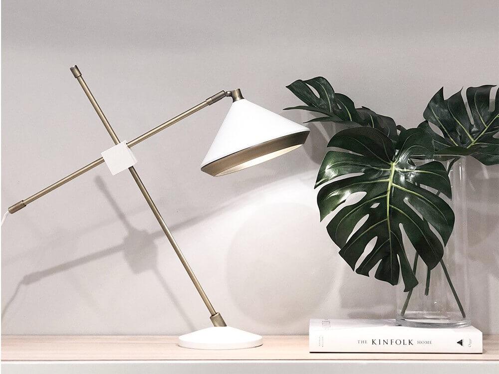 Lámpara con brazo regulable Cone